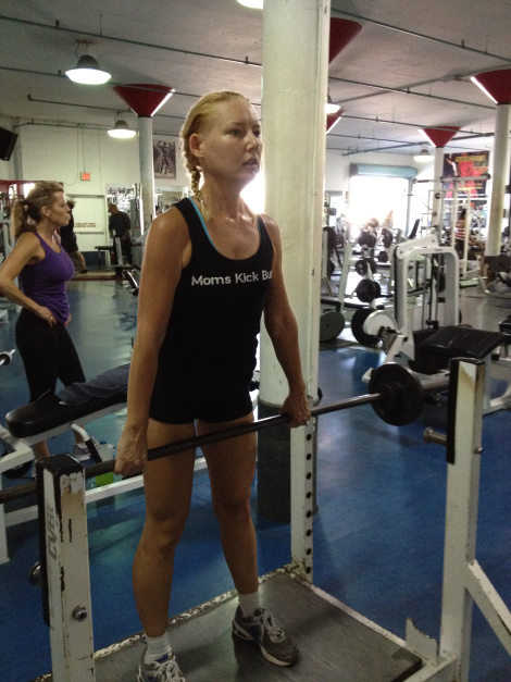 Lisa Traugott - trying a deadlift